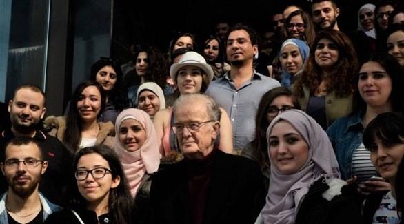 الرئيس البرتغالي السابق جورج سامبايو وسط طلاب سوريين في الخارج (أرشيف)