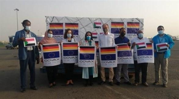 جانب من استقبال شحنة اللقاح في السودان (سونا)
