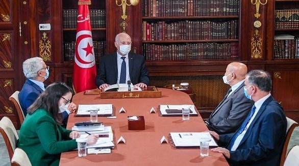 الرئيس التونسي قيس سعيّد مجتمعاً بأساتذة في القانون الدستوري (الرئاسة التونسية)