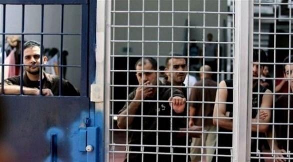 أسرى فلسطينيون داخل السجون الإسرائيلية (أرشيف)