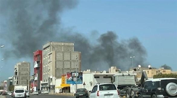 دخان يتصاعد إثر مواجهات عسكرية في طرابلس الليبية (أرشيف)