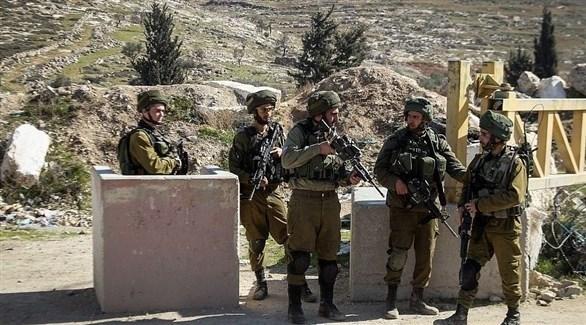 عناصر من الجيش الإسرائيلي عند حاجز في الضفة الغربية (أرشيف)