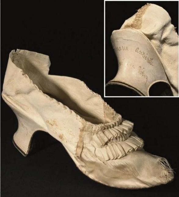 مزاد على حذاء كان عائداً لملكة فرنسا ماري أنطوانيت