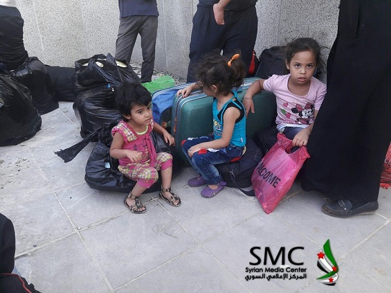 بالصور: بدء إجلاء مقاتلي المعارضة من حي الوعر في حمص  بالصور: بدء إجلاء مقاتلي المعارضة من حي الوعر في حمص  بالصور: بدء إجلاء مقاتلي المعارضة من حي الوعر في حمص