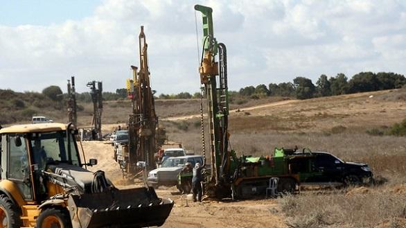 بالصور: الجيش الإسرائيلي يبني جداراً خرسانياً حول غزة  بالصور: الجيش الإسرائيلي يبني جداراً خرسانياً حول غزة  بالصور: الجيش الإسرائيلي يبني جداراً خرسانياً حول غزة  بالصور: الجيش الإسرائيلي يبني جداراً خرسانياً حول غزة