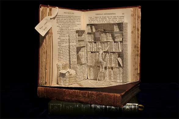 تعشق الكتب فتحوّلها إلى منحوتات Desktop-1412002730