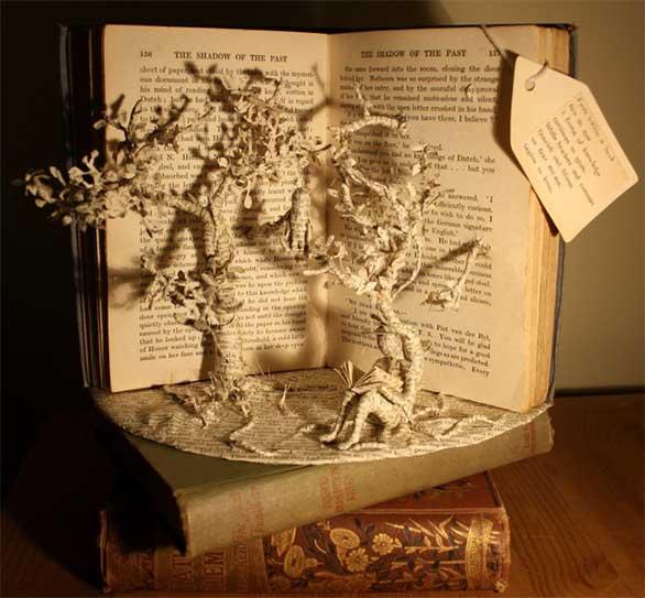تعشق الكتب فتحوّلها إلى منحوتات Desktop-1412002731