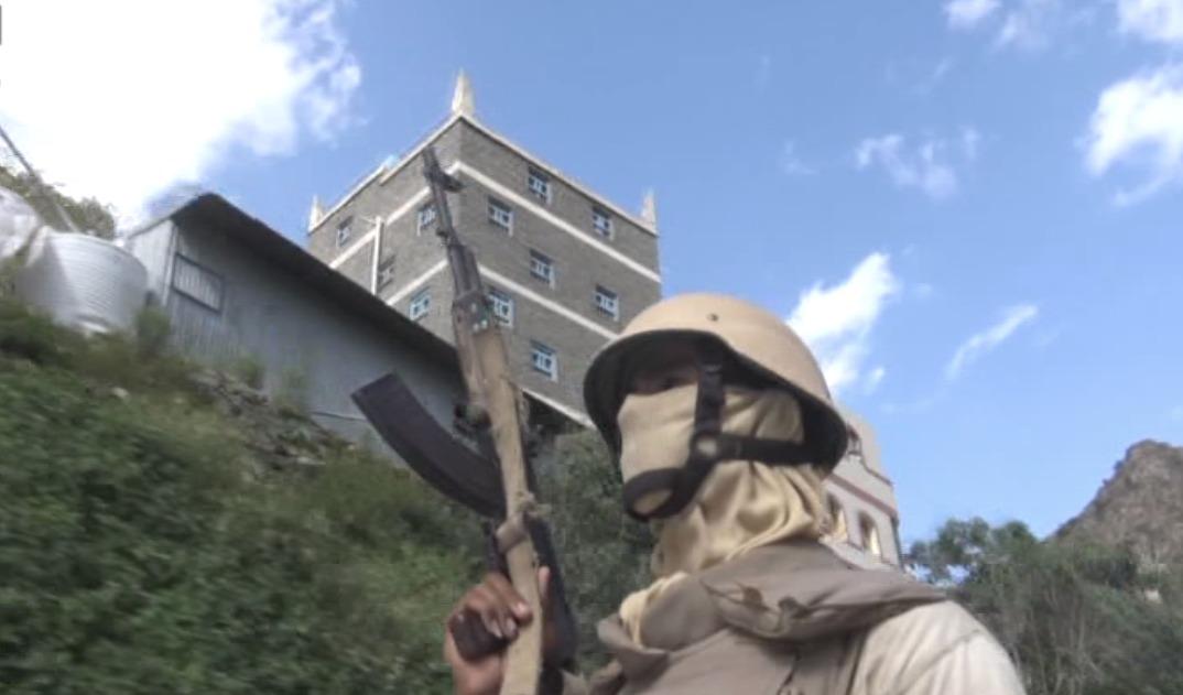 بالصور: قوات الحزام الأمني تنتشر على حدود مدينة يمنية يحتلها الحوثيون  بالصور: قوات الحزام الأمني تنتشر على حدود مدينة يمنية يحتلها الحوثيون  بالصور: قوات الحزام الأمني تنتشر على حدود مدينة يمنية يحتلها الحوثيون