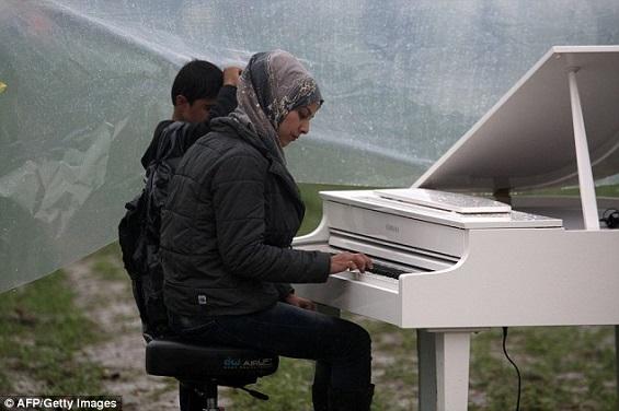 كيف أعزف البيانو