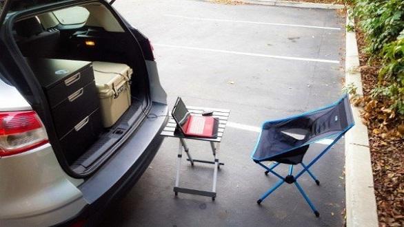 بالصور: أمريكي يعيش في سيارته لعام كامل