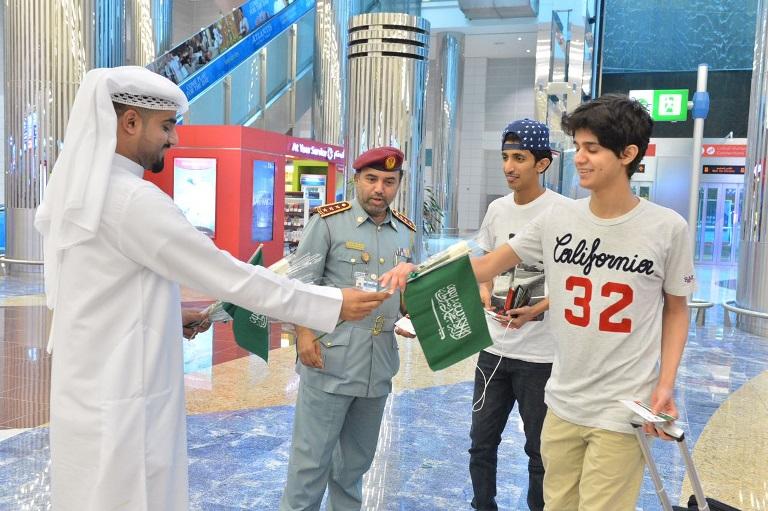 بالصور: دبي تستقبل السعوديين بالورود احتفالاً بيومهم الوطني  بالصور: دبي تستقبل السعوديين بالورود احتفالاً بيومهم الوطني
