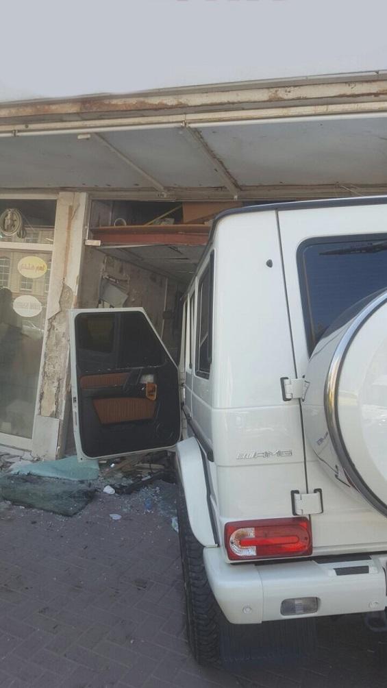 بالصور: 7 إصابات بحادث اصطدام مركبتين في عجمان  بالصور: 7 إصابات بحادث اصطدام مركبتين في عجمان