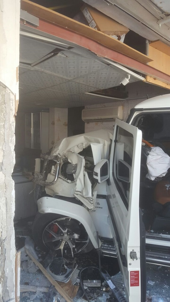 بالصور: 7 إصابات بحادث اصطدام مركبتين في عجمان  بالصور: 7 إصابات بحادث اصطدام مركبتين في عجمان  بالصور: 7 إصابات بحادث اصطدام مركبتين في عجمان