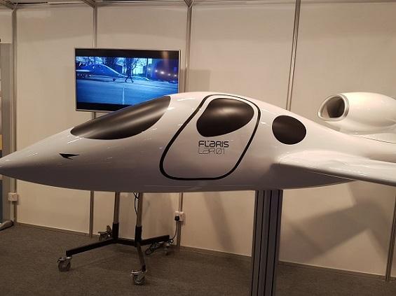 بالصور: أبوظبي تشهد عرض أسرع وأصغر طائرة شخصية بالعالم  بالصور: أبوظبي تشهد عرض أسرع وأصغر طائرة شخصية بالعالم