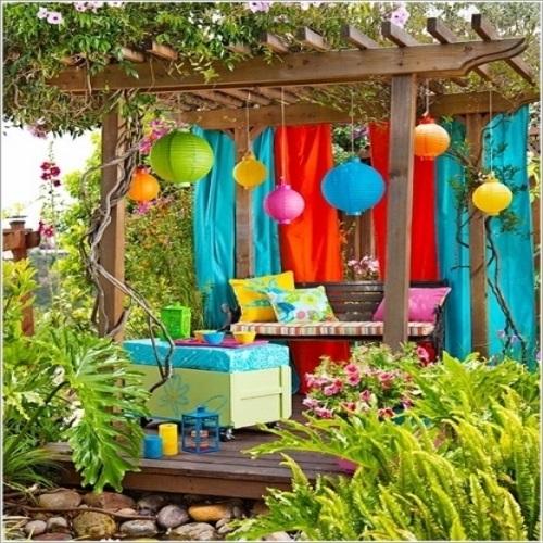 الحديقة المنزلية الصغيرة صور: بالصور: 15 فكرة لإضافة الألوان الزاهية إلى ديكور الحديقة